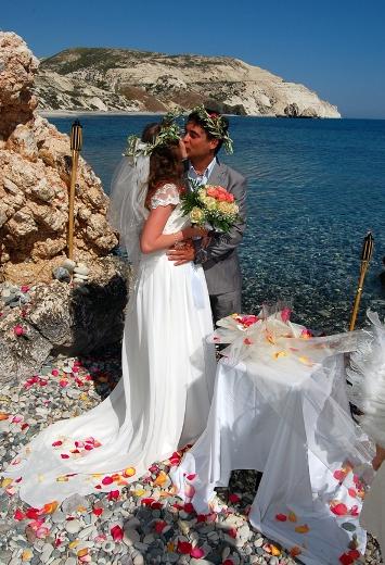 В Израиле влюбились – на Кипре поженились